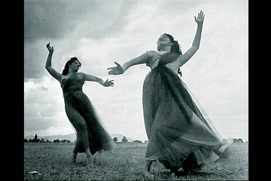 Magda Montoya fotografiada por Juan Rulfo,1953. Love the movement in this