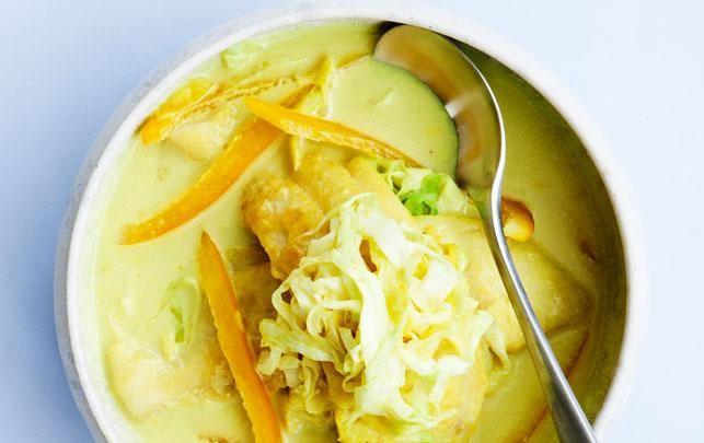 Karrysuppe med hvid fisk og savoykål