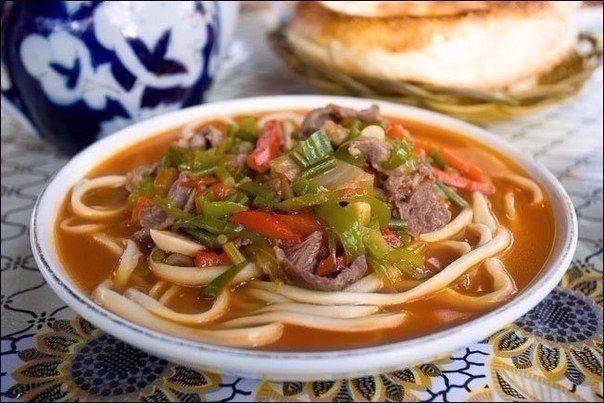 Ингредиенты:Говядина или баранина - 0,5 кг.Тонкая длинная лапша или спагетти - 0,5 кг.Лук репчатый - две шт.Морковь - две шт.Картофель две шт.Перец сладкий болгарский.Чеснок - три зубчикаЗелень на ваш…