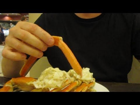 How to Eat Crab Legs, Cómo comer patas de cangrejo, Comment manger Patte...