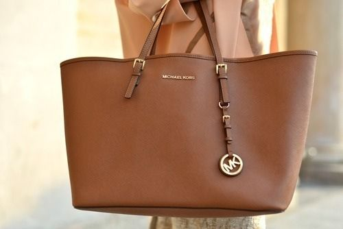 I LOVE this. I just bought Michael Kors Jet Set Saffiano Travel Medium Brown Totes like that not long ago.
