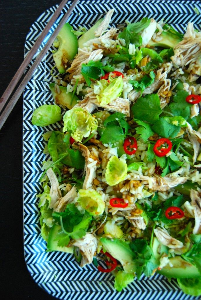 Spruitjessalade met kipstukjes en sojadressing