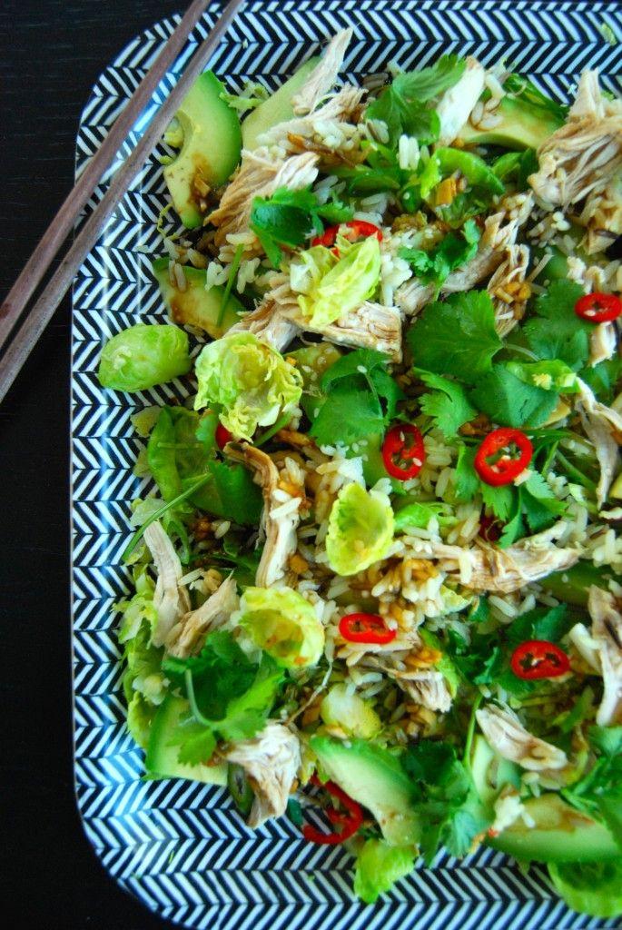 Rosenkålsalat med revet kylling og soyadressing
