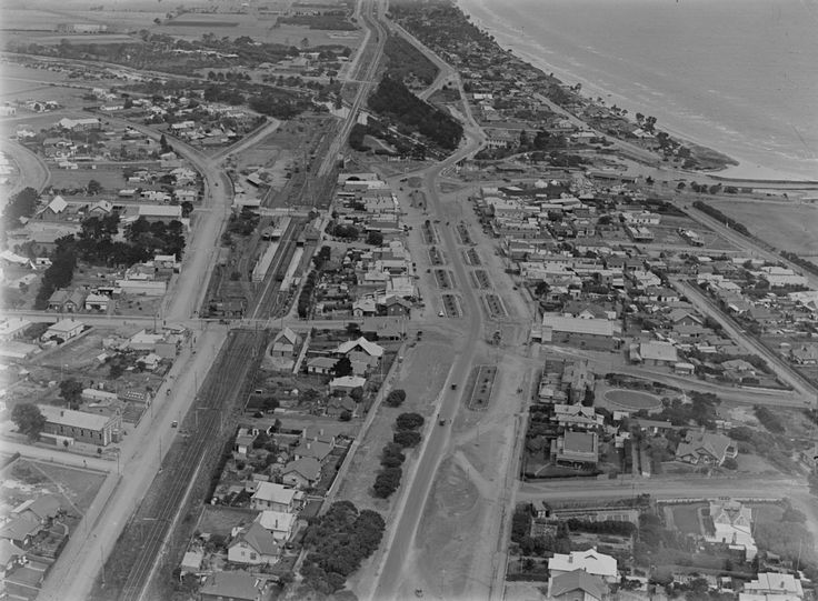 An incredibly detailed view of Mordialloc in 1925 - the palm trees have just been planted and are tiny!  A very different place to today though it's comforting to see how many buildings are still there today 91 years later. #cfkheritage #mordialloc #lostmelbourne #history