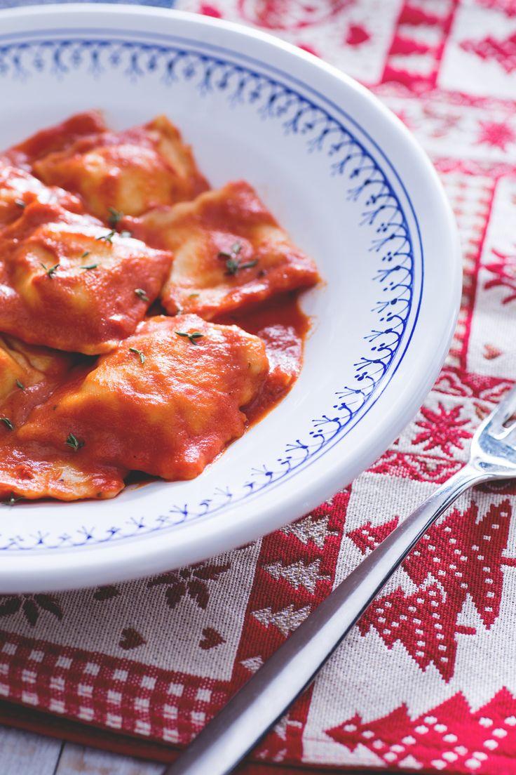 Ravioli di pesce: un super ripieno per un primo piatto davvero coi fiocchi.  Ravioli stuffed with fish