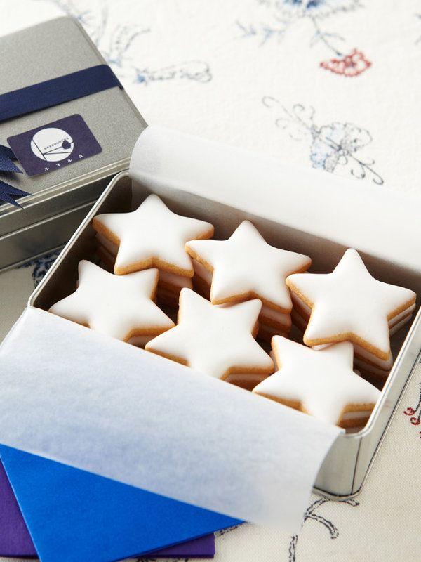 クッキーを口に運ぶたびに、流れ星のような感覚に!? 同封アイテムにもご注目。願いをこめて食べたくなるロマンチックな一品がこちら。