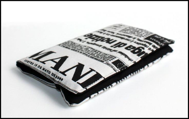 Étui Smartpoch en tissu imprimé journal