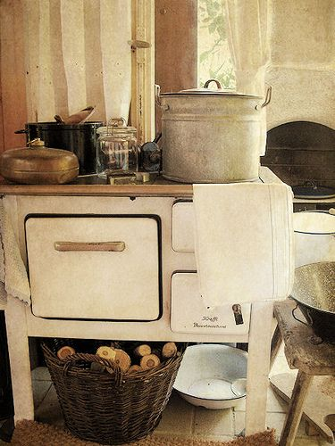 country kitchen...: via CharmingLisa