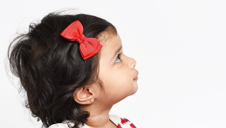 This new modern design is exclusive to Baby Wisp, you won't find it anywhere else! A pretty double-folded grosgrain bow approximately 6 cm wide on a ribbon covered snap clip.