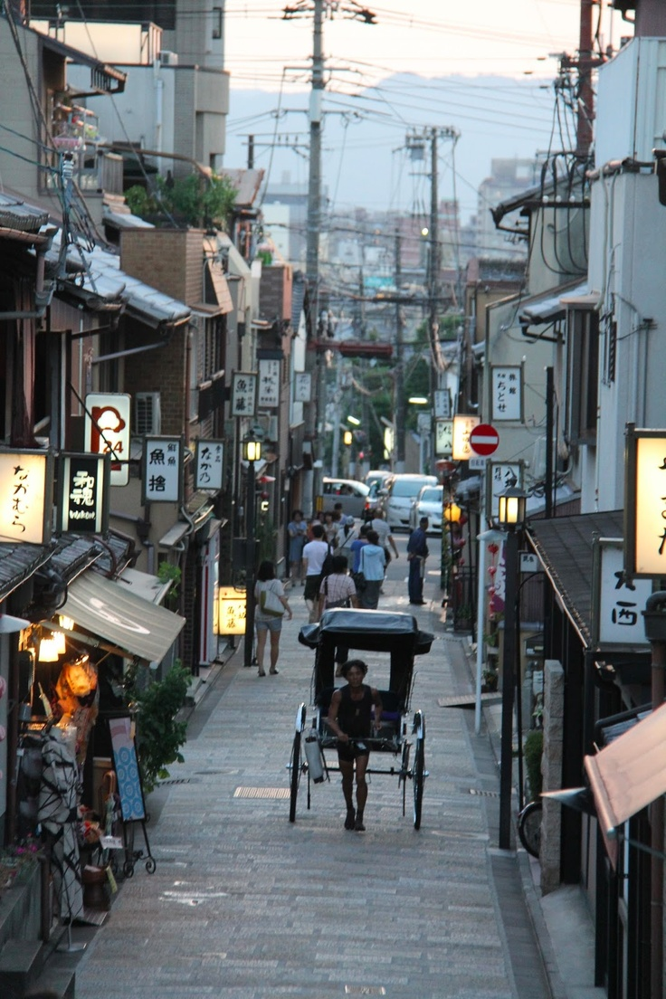 EATspeak: Strolling on a Kyoto Summer's Eve