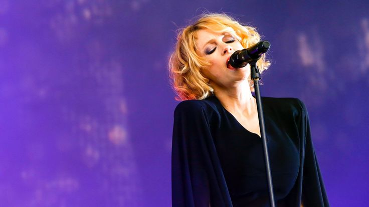 I'm in love!!!!!     Goldfrapp - Strict Machine at Glastonbury 2014