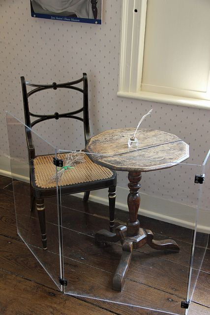 Jane Austen's writing desk (at the Jane Austen House Museum in Chawton, England) / Lizzie927 flickr