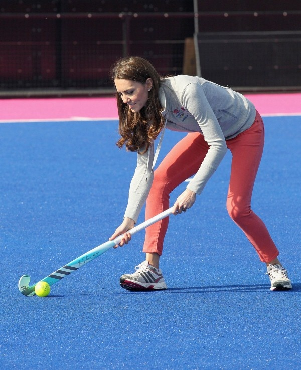 KATE MIDDLETON Plays Hockey. We see her in hot red track pants and gray sweat short at Olympic Park, London. She later wears a dark jacket and a scarf.    There are 30 photos of KATE MIDDLETON in this picture gallery. Collect them all and Enjoy!