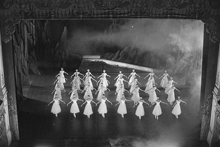 Кадр из фильма «Бриллианты»  http://kinote.info/articles/3477-vse-moi-istorii--eto-parallelnoe-kino
