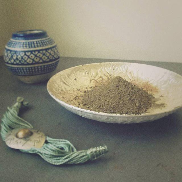 Rituel au henné pour mes cheveux...  Henna ritual for my hair...  #logona  #henna #hennahair   #naturaldye #naturaldyes #morocco #henné #henne #veganehaarfarbe #hennehair #naturalbeauty #ecological #green #ecolo #ecologique #veganhair #boho #colorationvegetale #naturigin #instahair #slowcosmetics #slowcosmetique #cosmetiquebio #organichaircare