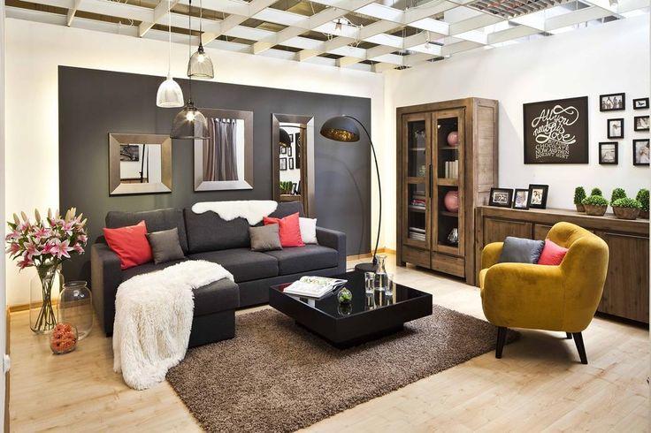 Szara sofa punktem centralnym nowego salonu