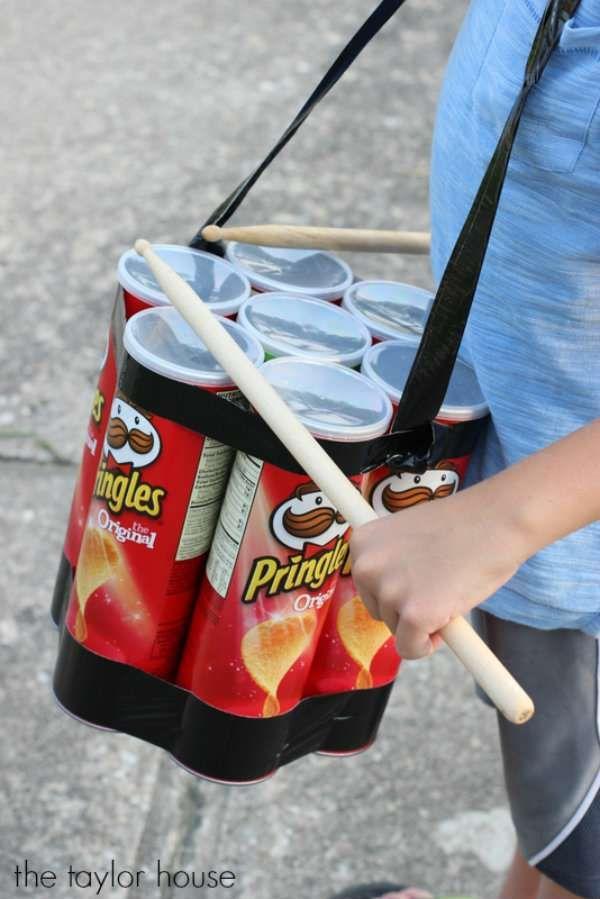 Batterie avec des boites de Pringles