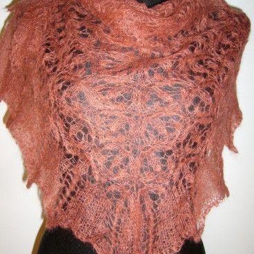 Ażurowa moherowa chusta robiona ręcznie na drutach
