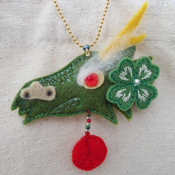 """dragon and clover"" embroidered lucky charm Ⓒ HAPPa-Ya Nagako Ono  URL: http://happa-ya.net #clover #felting #dragon"