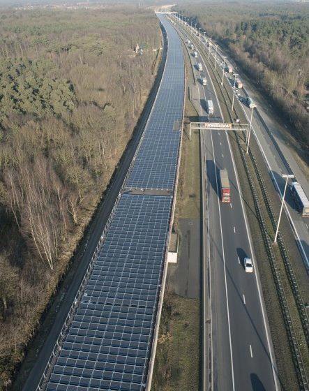Túnel solar gigante abastece linha de trem na Bélgica