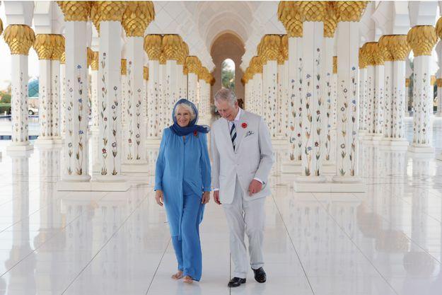 Le prince Charles et la duchesse de Cornouailles Camilla à la Grande Mosquée Cheikh Zayed à Abu Dhabi, le 6 novembre 2016