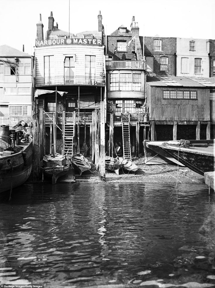 East London: Photos Reveal How East London Docks Went From Slums To