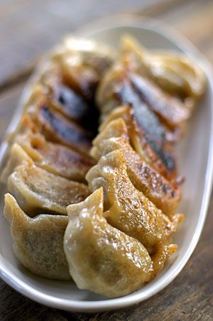 Yaki Gyoza, Japanese-style Pan-fried Dumplings|パスタマシーンで全粒粉餃子