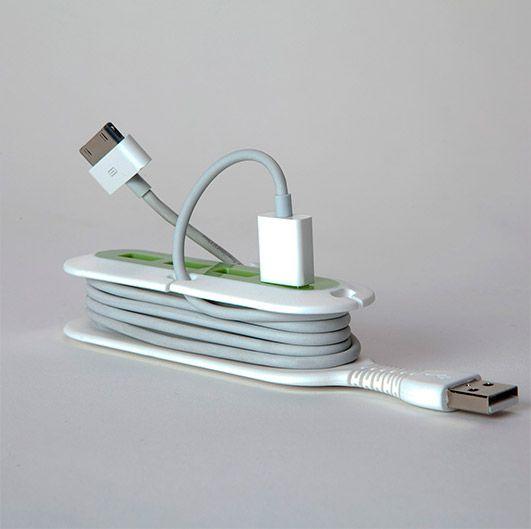 Contort es un múltiple flexible con 4 puertos USB. Evita que un golpe accidental deje tus archivos en el olvido gracias a su gran flexibilidad. El dispositivo incluye una zona de organización de cables para mantener más ordenado tu lugar de trabajo. Aumenta las posibilidades de conexión gracias a sus múltiples puertos USB. CARACTERÍSTICAS: Cubo de plástico resistente con cuatro puertos USB. Flexible TPE cuello de goma con movilidad de 360 grados. Zona de organización de cables con cuatro ...