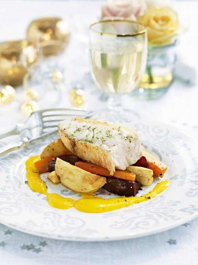 En underbart köttig fisk som lyfts till skyarna av söta rotsaker och kryddig saffranssås.