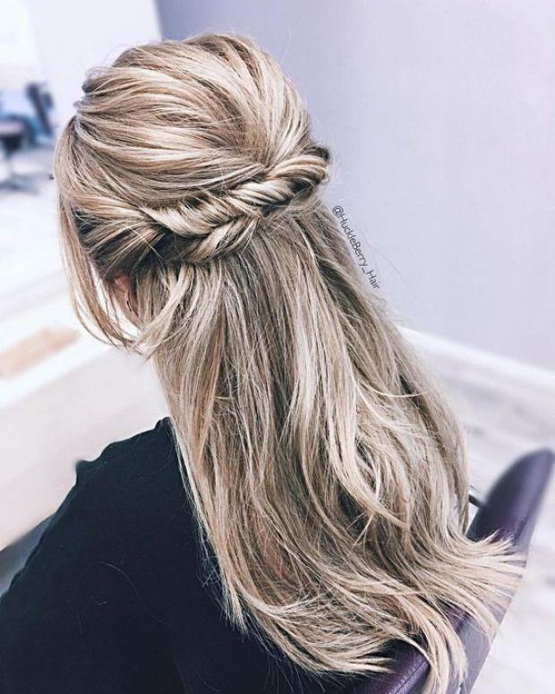 Hochzeitsfrisuren halb hoch halb runter mit Zopf / Hochzeitsfrisuren für langes Haar glatt #frisuren #frisuren #suelto