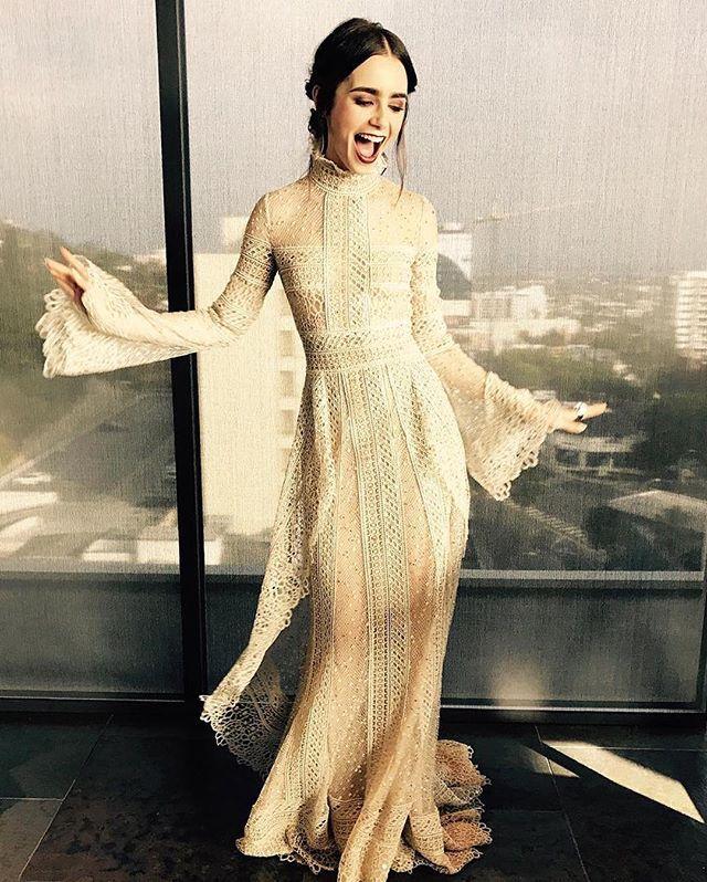 """Мы уже второй день восхищаемся Лили Коллинз и ее образом на Critics' Choice Awards Наверное, сейчас каждая девушка мечтает получить это платье на Новый Год и, конечно же, стремится повторить такой макияж Подробнее читайте на sunny7.ua в разделе """"Красота"""" . . . . . #beautiful #beauty #fashion #elliesaab #dress #eveningdress #party #lilycollins #makeup #fashionblog #like4like #follow4follow #sunny7 #girl #redcarpet #лиликоллинз #девушки #платье #красота #краснаядорожка"""