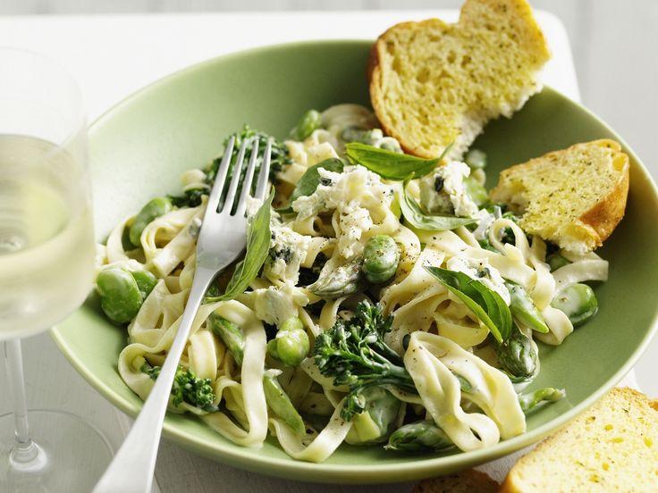 Pasta mit grüner Gemüsesoße - smarter - Kalorien: 534 Kcal - Zeit: 30 Min. | eatsmarter.de