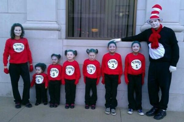 Dr. Suess family costumeHoliday, Creative Halloween Costumes, Awesome Families, Big Families, Families Costumes, Seuss Birthday, Dr. Seuss, Dr. Suess, Costumes Ideas