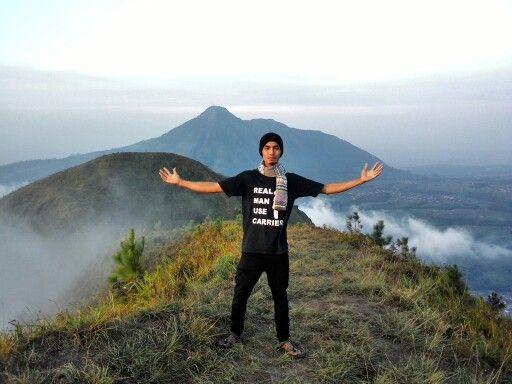 Background gunung Telomoyo