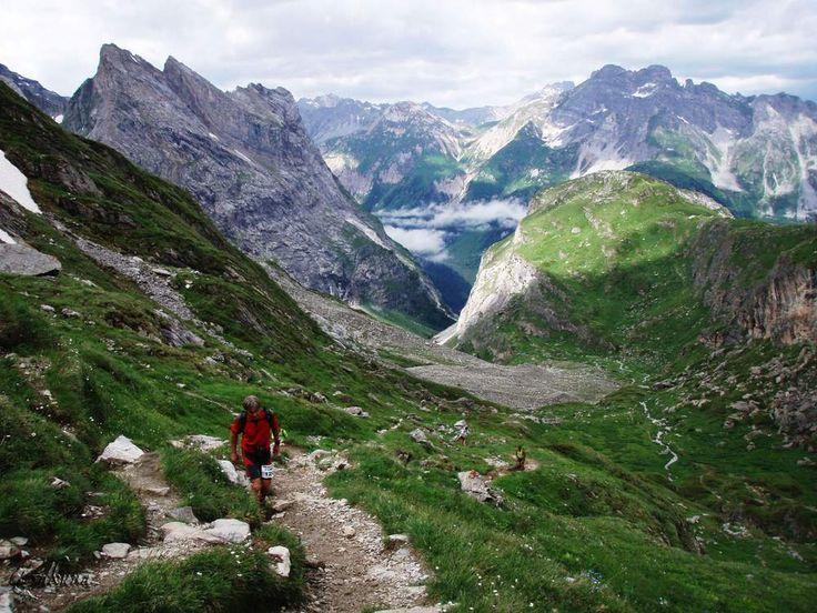 Les Alpes regorgent de sites qui rivalisent en paysages spectaculaires et en sentiers de trekking remarquables. En Savoie, le massif de la Vanoise est un site qui se distingue par son relief très marqué coiffé de sommets