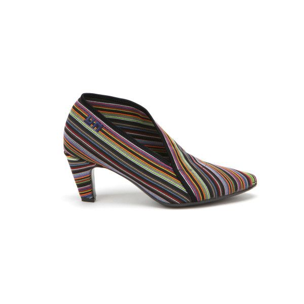 United Nude Fold Lite Bright Mix Mid Heel (€165) ❤ liked on Polyvore featuring shoes, mid-heel shoes, fold over shoes, foldable shoes, bright colored shoes and rubber shoes