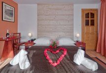 Przyciągające wnętrze Aparhotelu Garden - idealne na romantyczne wakacje w górach. Więcej zdjęć z aparhotelu na http://www.wyskocznawakacje.pl/nocleg,garden