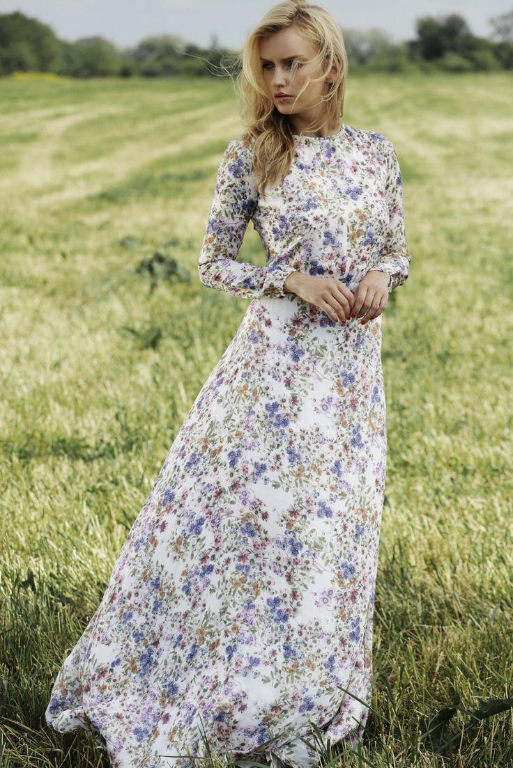 """Lookbook TOPBRANDS """"Summer dress"""" посвящен летней моде, естественной красоте и природной женственности. На модели платье Laroom #topbrands #style #fashion #laroom"""