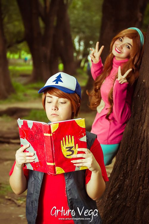 Dipper & Mabel from Gravity Falls Cosplay http://geekxgirls.com/article.php?ID=7849