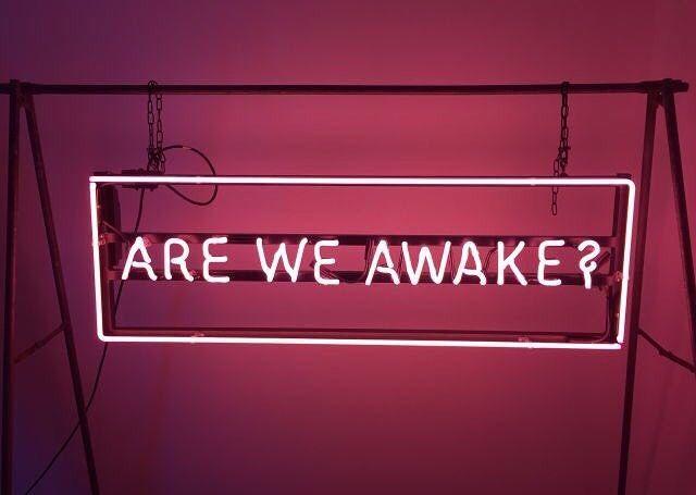 Somos nós acordados?