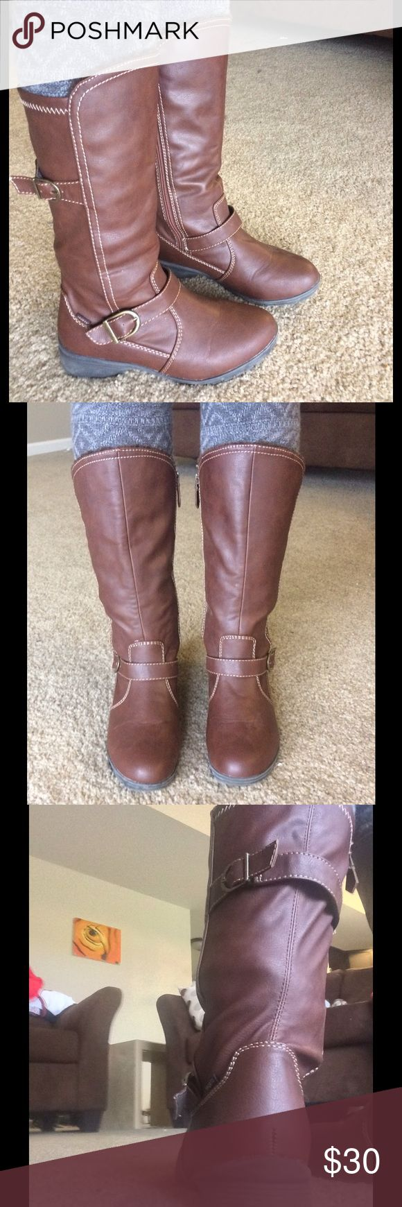 Sporto boots Sports boots with rubber soles, no obvious damage. Brown with riding style buckles, perfect for winter! Faux fur lining on the front inside sporto Shoes Winter & Rain Boots