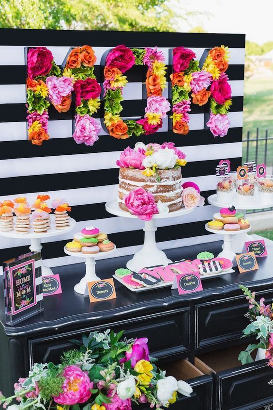 So in love with that floral candy bar event decoration! #pinkvibes