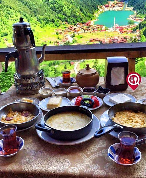 """Kahvaltı & Muhlama - Galo Omad Cafe & Kahvaltı Evi / Trabzon ( Uzungöl )   Çalışma Saatleri 09:00-22:00  20 TL / Kişi Başı  Kuymak 15 TL  Muhlama 15 TL  Alkolsüz Mekan  Paket Servis Yok  Multinet Ticket Sodexo Yok  Açık Alan Var  Otopark Var Vale Parking Yok DAHA FAZLASI İÇİN SNAPCHAT """"YEMEKNEREDEYNR"""" TAKİP ET... Sınırsız çay servisi ile birlikte Fotoğraftaki görsel 2 kişiliktir."""