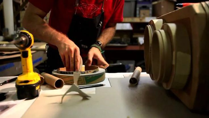 Time Lapse Video of Kiel Johnson's Cardboard Sculpture of a Twin Lens Reflex Camera made strictly from cardboard, hot glue, and tape.   See more of Kiel Johnson's…