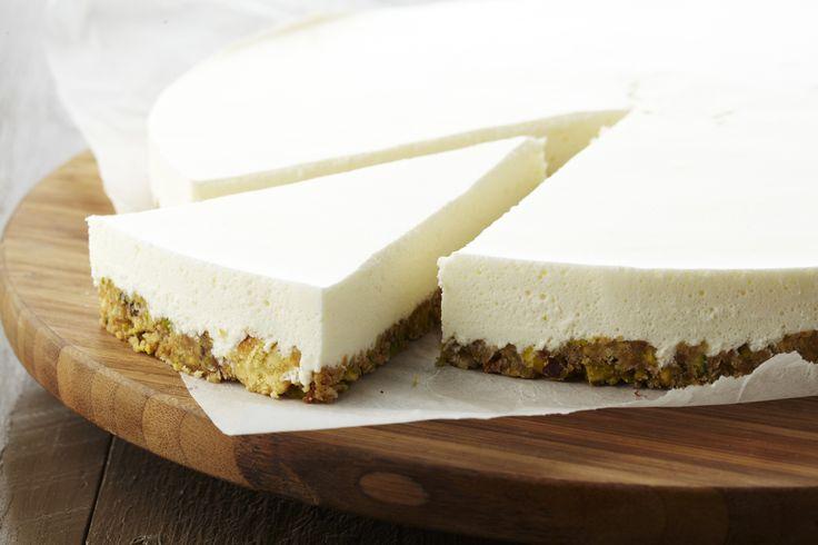 Een overheerlijke plattekaastaartje met pistache en limoncello, die maak je met dit recept. Smakelijk!