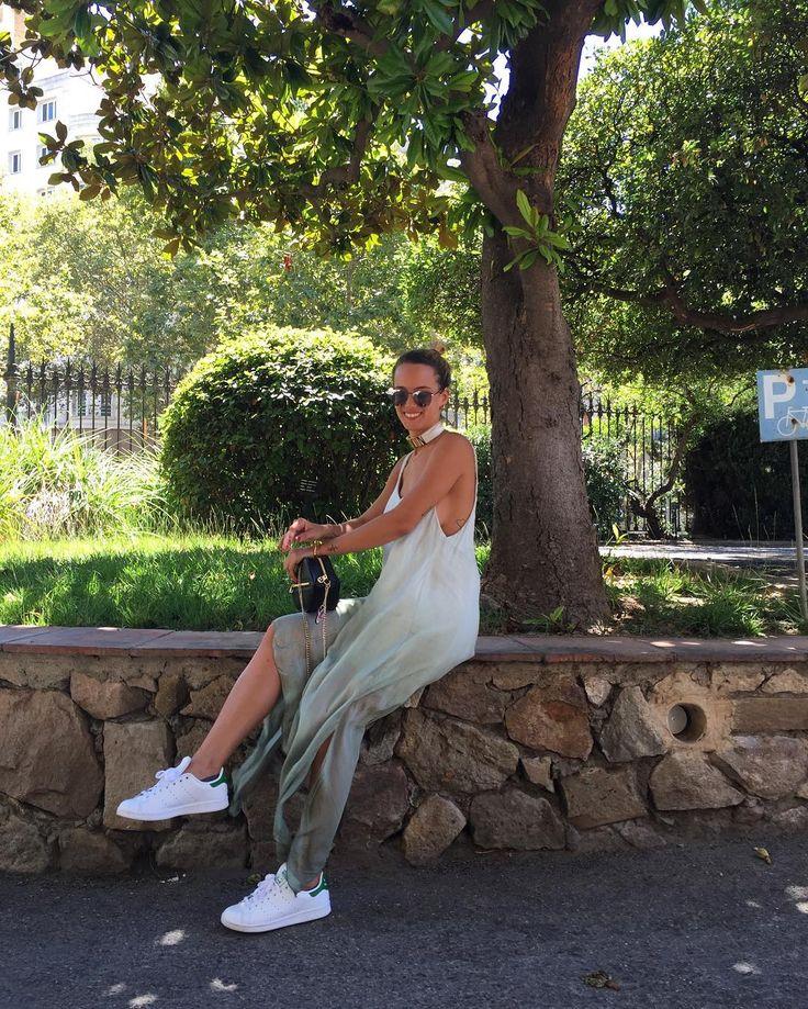 Fall in love with sporty look. Apuesta por los maxi vestidos degradé como @valeriavalle #trendy #tendencia #estilo #moda #fashion #streetstyle #chic #vestido #dress #shopping #barcelona #shop #musthave #summer #verano #florencia #florenciashopping
