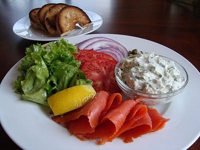 """Amy's Dinner"": Smoked Salmon Platter with Herbed Cream Cheese and Lemony Green SaladGreen Salad, Smoked Salmon, Cream Cheese, Salmon Platters, Smoke Salmon"