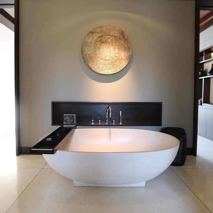 The master bed bath. We want one. #alilavillassoorivilla507 #luxuryhotel #luxuryvilla #roomcritic #bali #balilife #interiordesign #hotel #alilavillassoori
