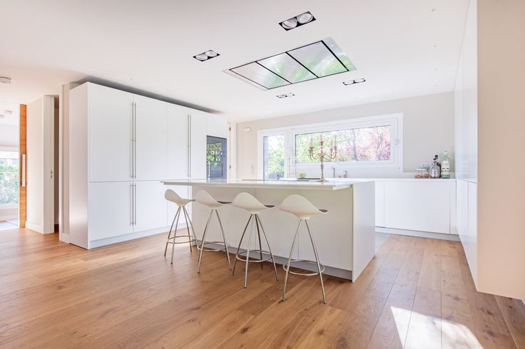 Sfoglia le immagini di Cucina in stile in stile Moderno di CHALET VALDEMARIN. Lasciati ispirare dalle nostre immagini per trovare l'idea perfetta per la tua casa.