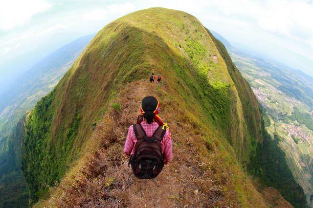 Mau Jadi Pendaki Profesional?! Coba Belajar Mendaki Dulu Di 10 Gunung Ramah Daki Ini